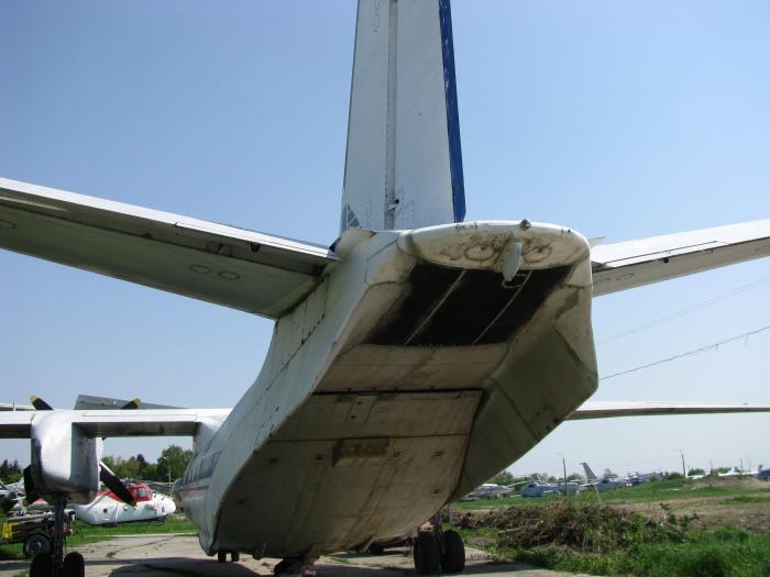 АН-26 задній люк