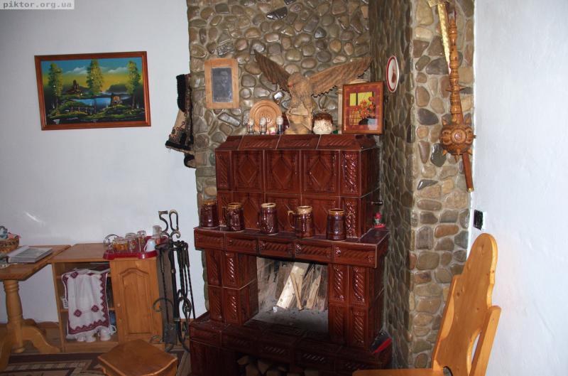Камін у Богдана