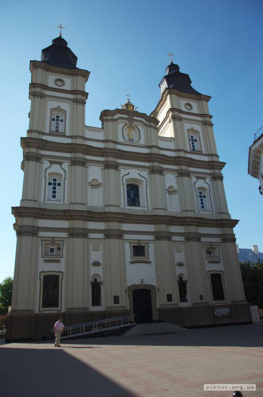 Греко-католицька церква Святого Воскресіння Христового.