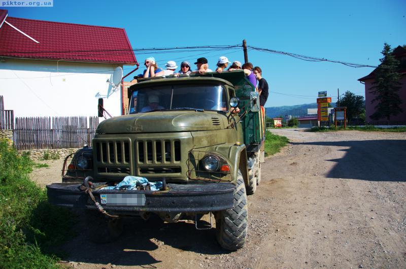Брутальна вантажівка