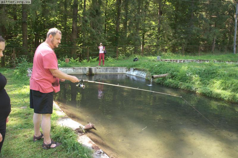 Ярко рибалить