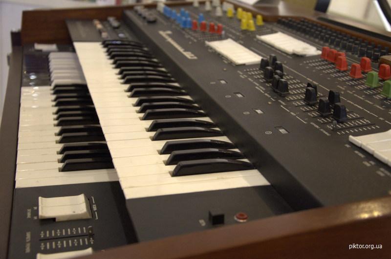 музичний синтезатор