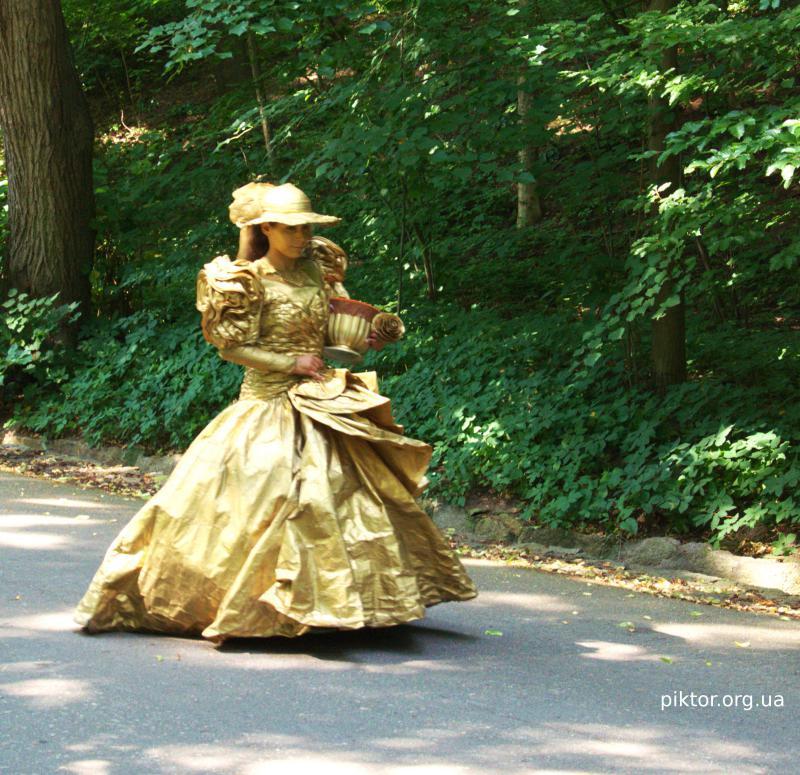 Софіївка жива статуя