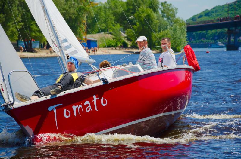 Яхта Томато