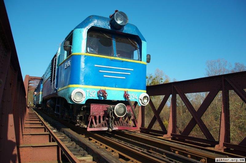 Поїзд на мосту