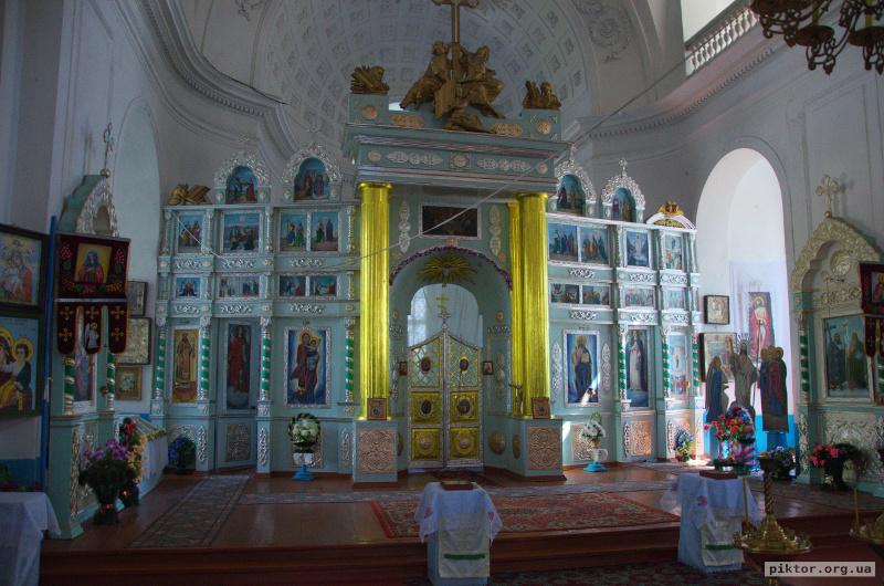 Успенська церква всередині