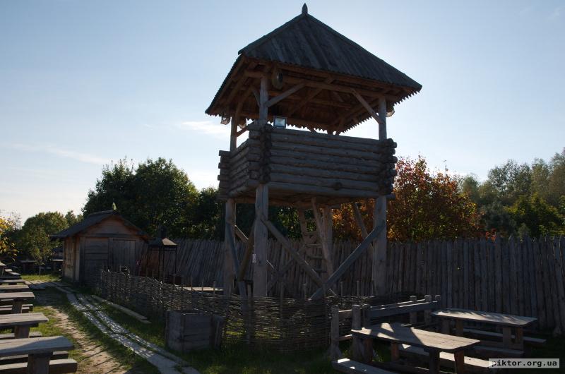 Столи і оглядова вежа