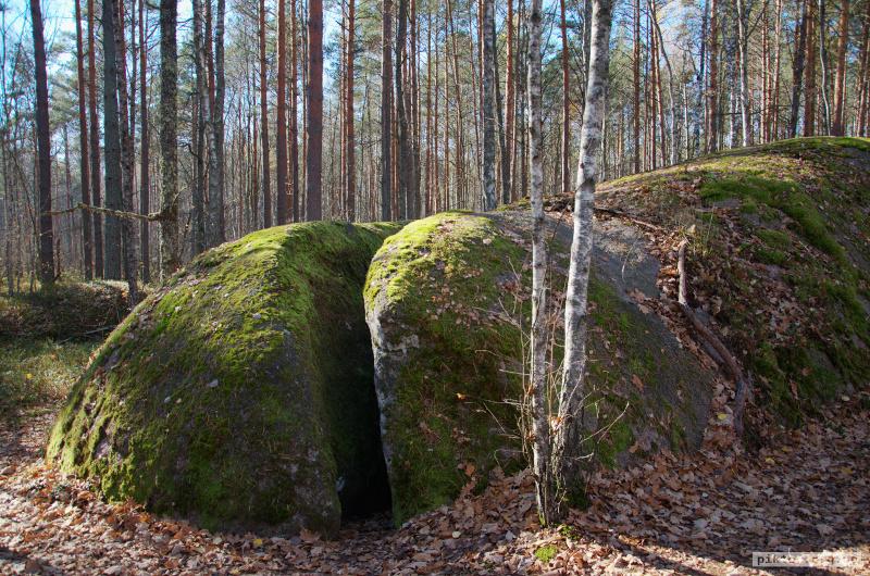Розламаний камінь