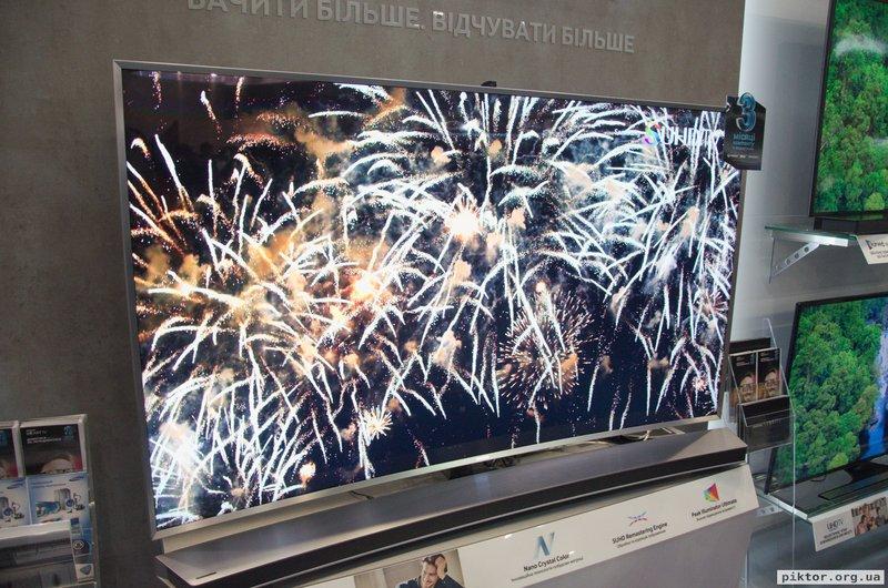 Samsung гнуті телевізори