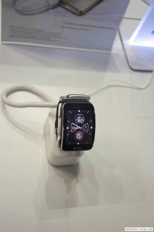 Samsung розумний годинник