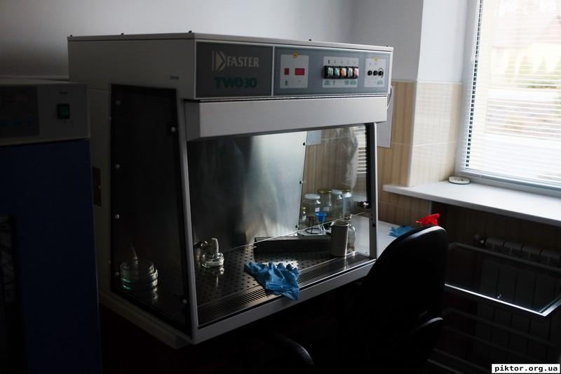 Лабораторна шафа