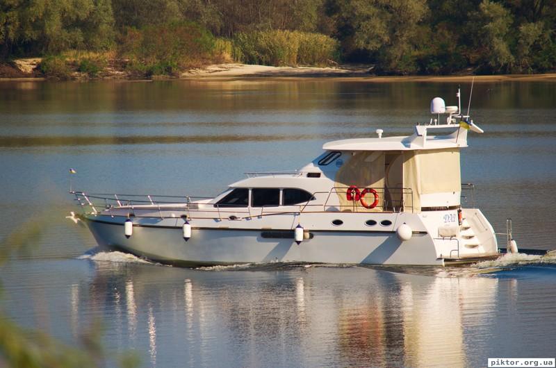 Моторна яхта
