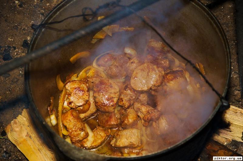 М'ясо в казані