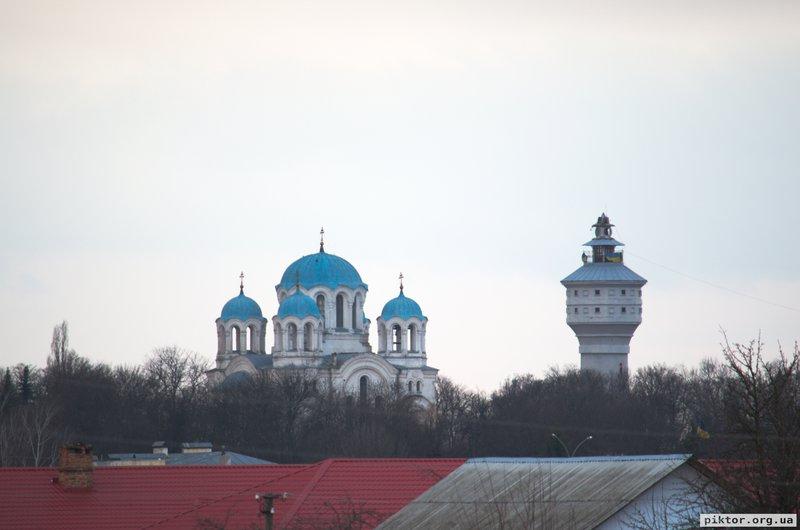 Трьоханастасівська церква та водонапірна башта
