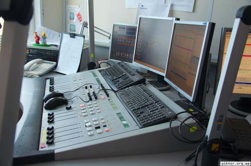 Хіт FM мікшерний пульт