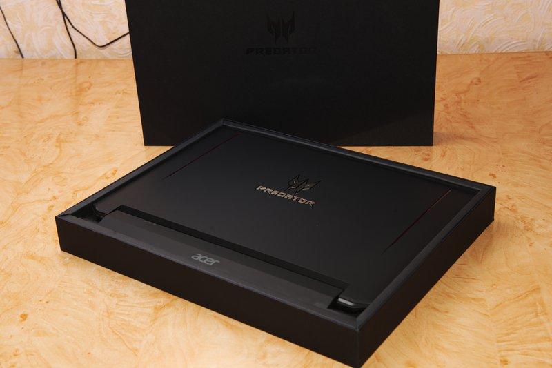 Ноутбук в коробці