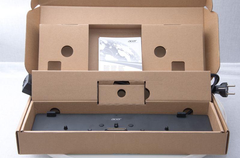 Коробка з док-станцією