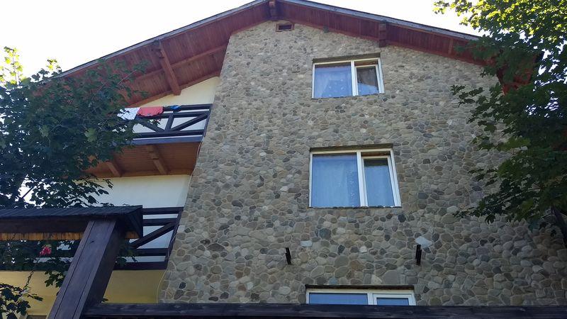Стіна в камені