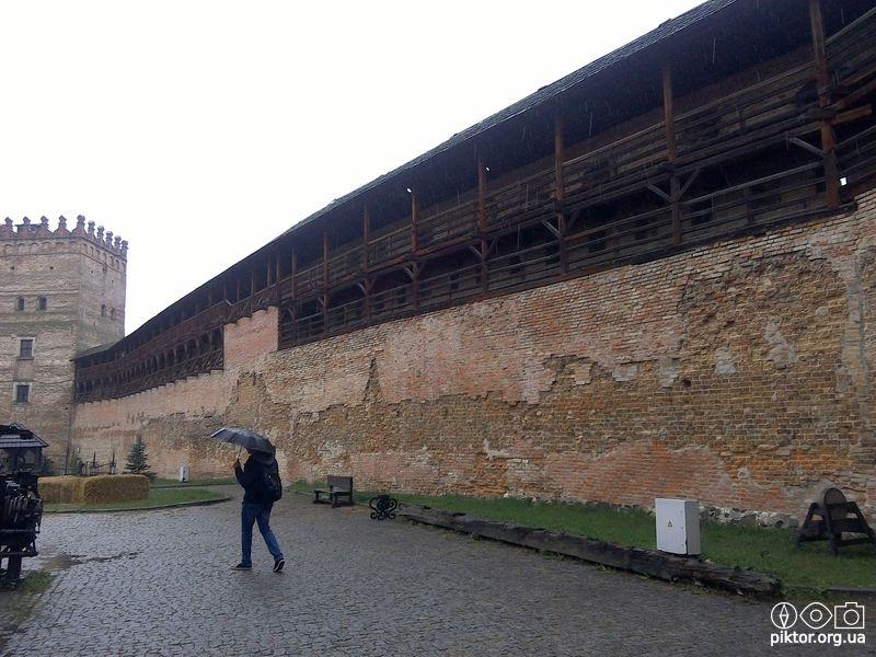 Стіна замку