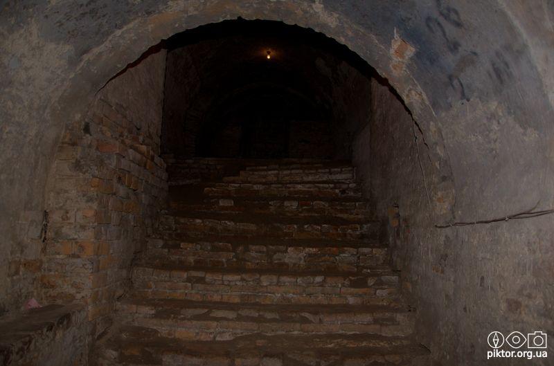 Сходи в підземеллі