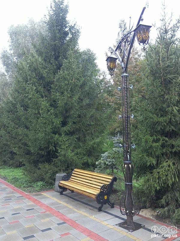Ліхтарі в парку