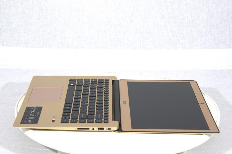 Відкритий ноутбук