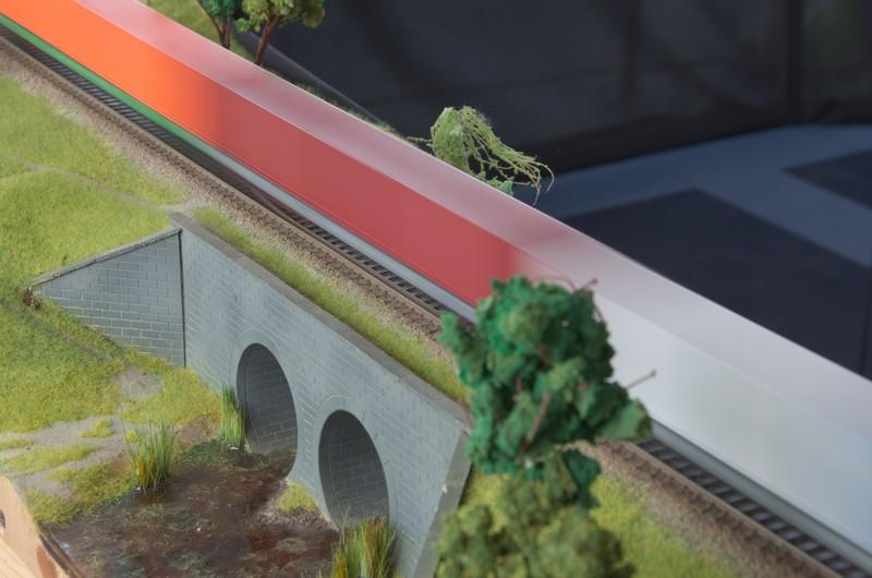 Поїзд над каналами