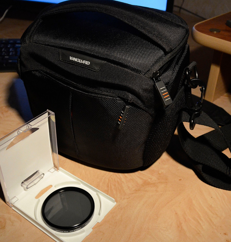photo case and polaric filter